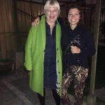 Opening door Cecilia van Weel, hier met haar nicht Linda